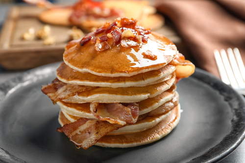 Tasty,Pancakes,With,Bacon,On,Plate